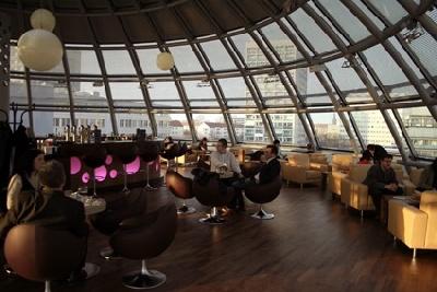 Sky Café Bar Restaurant In Dresden Deutschland Kneipende