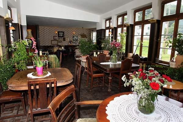 Cafe Bistro Das Wohnzimmer Galerie In Virneburg